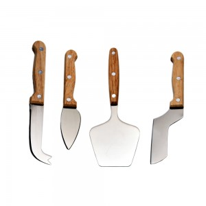 Set of 4 Cheese Knives in wooden box